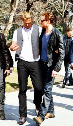 Chris Hemsworth and Tom Hiddleston OMG I CANT STOP PINNING THEM TOGETHER HELP