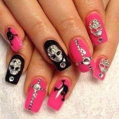 Having short nails is extremely practical. The problem is so many nail art and manicure designs that you'll find online Skull Nail Designs, Skull Nail Art, Star Nail Designs, Skull Nails, Halloween Nail Designs, Really Cute Nails, Pretty Nails, Garra, Pink Black Nails