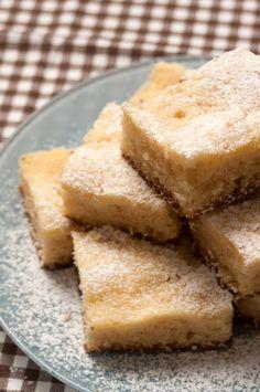 Esse bolo de limão siciliano é uma delícia pra o lanche da tarde. Aprenda a fazer e sirva em casa!