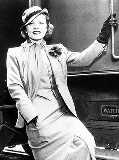 Marlene Dietrich arrives in Pasadena, California, 1935