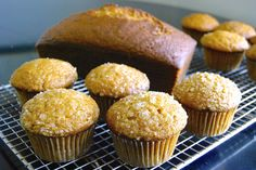 How to make muffins from a quick bread recipe - Flourish - King Arthur Flour: Is it possible to make muffins from a quick bread recipe? A few simple tips make this transition easy. Quick Bread Recipes, Muffin Recipes, Baking Recipes, Flour Recipes, Bread Recipe King Arthur, King Arthur Flour, Blueberry Scones Recipe, Baking Muffins, Donut Muffins
