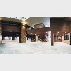 Plaza Serena en Monterrey, N.L. Con muros y plafones de NewTechWood.  Perfil: UH02 Color: Ipe  #muros #plafones #monterrey #deck #Latinoamérica #NewTechWood #Naturale #UltraShield #Pisos #Exteriores #Sustentable #Garantía25años #CeroMantenimiento #MaterialReciclado #Green #Outdoor #25yearswaranty #Ecológico #Arquitectura #Home #EstilodeVida
