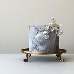 2019 Designer Wedding Dresses & Bridal Gowns Modern Masterpieces ~ Jasmine Rae Wedding Cakes ~ grey and gold marble cake with rice paper flowers Pretty Cakes, Beautiful Cakes, Amazing Cakes, Marble Cake, Gold Marble, Grey Winter Wedding, Concrete Cake, Single Tier Cake, One Tier Cake