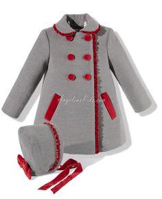 Abrigo con capota gris y rojo