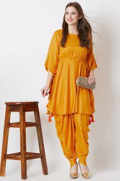 Beautiful Pakistani Dresses, Pakistani Dresses Casual, Indian Fashion Dresses, Pakistani Dress Design, Indian Designer Outfits, Girls Fashion Clothes, Designer Dresses, Pakistani Frocks, Pakistani Bridal