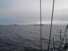 Canal Ballenero es el nombre que toma el canal Beagle en su recorrido hacia el este. Es la continuación del canal Brecknock y uno de los canales fueguinos que corre aproximadamente 32 millas hasta cerca de la costa sur de la isla O'Brien donde toma el nombre de canal O'Brien. Pertenece a la Región de Magallanes y Antártica Chilena, Provincia de la Antártica Chilena, Comuna Cabo de Hornos. El canal queda dentro del Parque Nacional Alberto de Agostini.    Foto de:erni2erni.wordpress.com