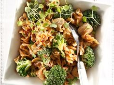 This winner from Brenda du Preez is a perfect dish for a quick and easy supper. South African Recipes, Ethnic Recipes, Broccoli Pasta Salads, Pasta Recipes, Cooking Recipes, Easy Pasta Dishes, Food Inspiration, Great Recipes, Sweet Potato
