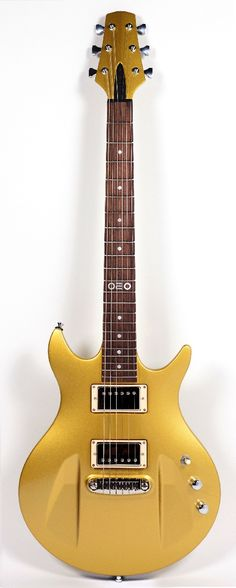 ARISTIDES 020 Gold | This highly resonating short scale guitar has loads of sustain and a beautiful tone. Like the 010 guitar, the Aristides 020 is a one-piece construction made out of Arium, equipped with two Seymour Duncan humbuckers (SHN2 and TB4) switchable through a 3way toggle switch and a push/pull volume pot and a Graph Tech NW2 bridge.