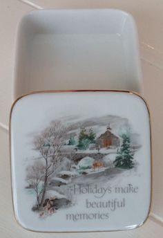 DESIGNERS COLLECTION A CHRISTMAS KEEPSAKE Trinket Box Porcelain Graphic Message