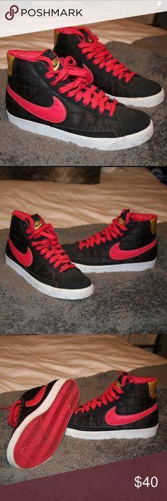 Limited Edition Nike sneakers ⭕️LIMITED EDITION NIKE SNEAKERS⭕️ size 5.5 youth, will fit a size 6.5/7 women's perfect! Only worn twice and in pristine condition! Nike Shoes Sneakers