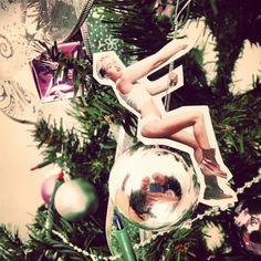 #Miley #Xmas #wreaking #christmas #ball