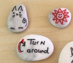 Tips voor Stenen schilderen (doodlestones) | doodle | steen | verf Slippery Rock, Simple Gifts, Painted Rocks, Doodles, Ornaments, Stones, Diy, Happy, Rocks