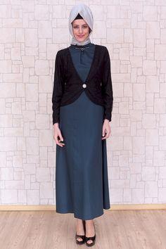 Ceketli Yeşil Tesettür Elbise, %65 pamuk %35 polyester kumaştan, astarsız, 140 cm boyunda Pay Butik tarafından üretilmiştir.