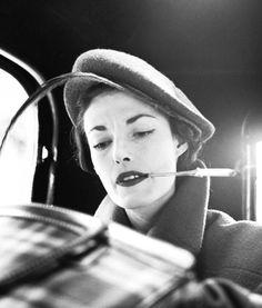 Elise Daniels, hat by Paulette, Place  Vendôme, Paris, August 1948, Photographer Richard Avedon