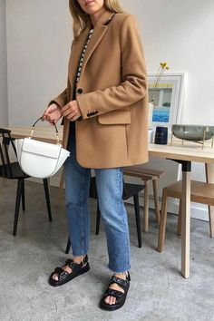 blazer and tshirt outfit Style Outfits, Mode Outfits, Casual Outfits, Fashion Outfits, Fashion Trends, Blazer Fashion, Normcore Fashion, Fashion Guide, Girly Outfits