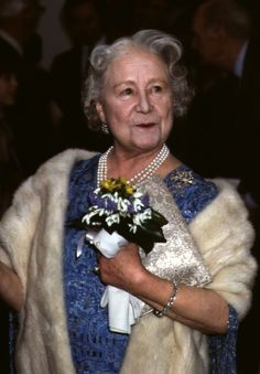 1985 Queen Elizabeth The Queen Mother Style Evolution: From Pearls To Pearls (PHOTOS)