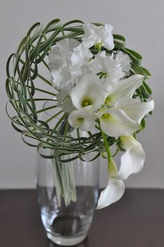 simple bouquet, calla, sweet pea, miscanthus