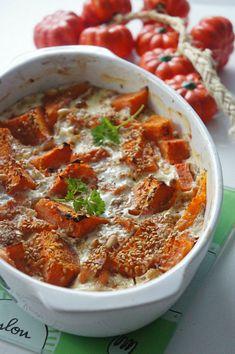 gratin de potimarron au saumon fumé pour 2 personnes graine de sésame pignon de pin 1 oignon 2 tranches de saumon 500g de potimarron et 45 minutes a 230 °C
