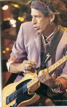 Keef my favourite Stone Rolling Stones Logo, Like A Rolling Stone, Keith Richards Guitars, Rolling Stones Keith Richards, Famous Guitars, Ron Woods, Gents Fashion, Man Fashion, Charlie Watts