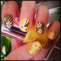 Another adorable bee-themed skittle mani! Sun Nails, Hair And Nails, Fabulous Nails, Gorgeous Nails, Bumble Bee Nails, Nailart, Manicure E Pedicure, Pedicures, Uñas Fashion