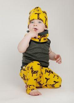 Czapka dla dzieci z żyrafkami to wygoda, oryginalność i design, do tego spodnie i komin i już mamy #stylowe_dziecko , Malinami