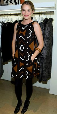 Actress Jacinda Barrett in a gorgeous Oscar de la Renta tribal-print dress that almost looks hand-painted!