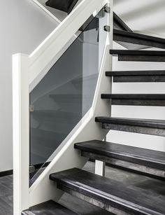 Lappiporras TC5: Askelmat petsattua koivua, muut osat maalattua valkoista. Kaidemalli Timber Clamps, Sävylasi harmaa. Stairs, Home Decor, Ladders, Homemade Home Decor, Stairway, Staircases, Decoration Home, Stairways, Interior Decorating