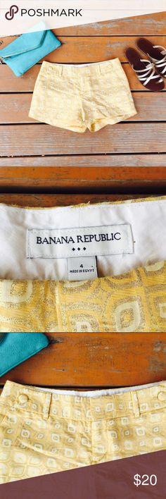 Gold Egyptian print chino shorts banana republic Gold metallic Egyptian print chino shorts size 4 banana 🍌 Republic no trades ❣️ Banana Republic Shorts