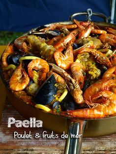 Paella espagnole au poulet et aux fruits de mer Steak Recipes, Seafood Recipes, Fish Recipes, Crockpot Recipes, Spanish Paella, Seafood Paella, Chicken Paella, Seafood Risotto, Confort Food