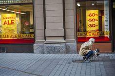 Alennusmyynnit ja muut kampanjat ovat näkyviä tapoja saada kuluttajat liikkeelle.