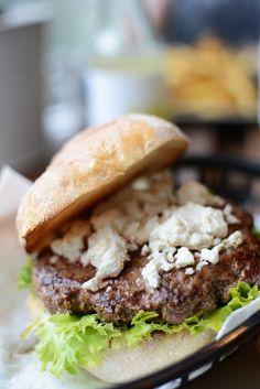Burger-Test: Omnom Burger in Wien - Pixi mit Milch Halloumi, Cheddar, Vienna Guide, Feta, Burger Laden, Zucchini, Bbq, Restaurant Guide, Hamburger