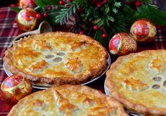 tourtière (pâté à la viande) du Québec - Traditional meat pie from Quebec Pie Recipes, Chicken Recipes, Cooking Recipes, Savoury Baking, Savoury Pies, Savory Tart, Pastry Shells, Good Enough To Eat, Winter Food