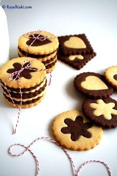 Kakaolu ve vanilyalı iki renkli kurabiye sevgililer günü için tüm sevdiklerime hazırlandılar. Minik paketcikler halinde oldukça sevimli görünüyorlar.