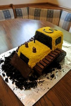 Bulldozer Cake made with Kit Kats! Such a cute kids birthday cake for kids that … Bulldozer Cake made with Kit Kats! Such a cute kids birthday cake for kids that love all things truck and tractor! Sweet Birthday Cake, Truck Birthday Cakes, Truck Cakes, First Birthday Cakes, Digger Birthday Cake, Birthday Ideas, Birthday Cake For Kids, Tractor Cakes, Boy Birthday