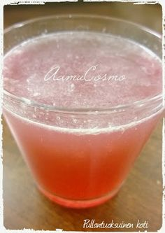 AamuCosmo - MorningCosmo - half a lemon - half tablespoon fresh cranberry juice - lukewarm water