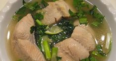 Salmon Lime Soup (Snog Trey Salmon) This recipe is very simple and it is very easy to cook. All you need is fresh Salmon and herb to mak. Healthy Soup Recipes, Great Recipes, Cooking Recipes, Easy Recipes, Salmon Recipes, Asian Recipes, Ethnic Recipes, All You Need Is, Salmon Soup