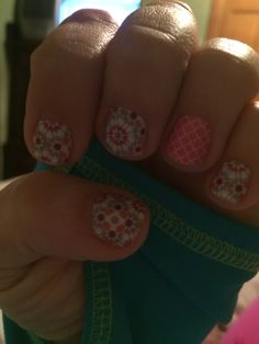 Quilted and Rosy Quatrefoil  Www.inspirationpink.jamberrynails.net