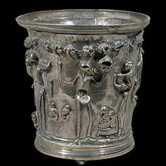 Procession de squelettes, trésor de la villa de Boscoreale, Modiolus, Pompéi - 1er siècle - gobelet argent, or, h. 10,4 cm, Musée du Louvre