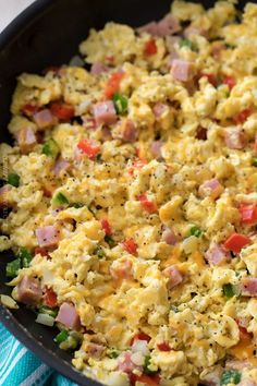 20 Yummy Scrambled Eggs Recipes You are in the right place about egg recipes crockpot Here we offer you the most beautiful pictures about the egg recipes dairy free you are looking for. When you examine the 20 Yummy Scrambled Eggs Recipes part of the … Easy Scrambled Eggs, Scrambled Eggs With Spinach, Spinach Egg, Scrambled Eggs Breakfast, Scrambled Egg Sandwich Recipes, Healthy Breakfast Recipes, Brunch Recipes, Healthy Recipes, Whole30 Recipes