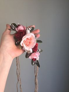 This Tieback Crown will definitely amaze. Fabric Flowers are in shades of Pinks and Reds with Ivory and greenery and babys breath to accent. Measures about 9 across. Perfect for photo shoots, flower girls, music festivals, Brides and Maternity Shoots. >>>>>>>>>>>>>>>>>>>>>>>>>>>>>>>>>>>>>>>>>>>>>>>>>>>>>>>>>>>>  If ...