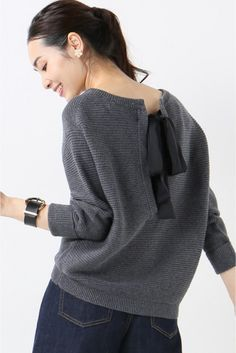 Knitted sweater with a ribbon