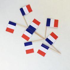 Bon 14 juillet à toutes et à tous !!! Qui est de Garden Party aujourd'hui ? #bastilleday #14juillet #gardenparty #fetenationale #bleublancrouge ------------------------------- Petit article d'inspiration Pinterest  tricolore sur le blog #obligé :grin::tad