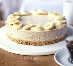Banana Cream Cheesecake Recipe - this could be a family favorite. Hubby loves banana cream pie, and I love cheesecake. Banana Cream Cheesecake, Peanut Butter Cheesecake, Peanut Butter Banana, Cheesecake Recipes, Dessert Recipes, Cheesecake Squares, Raw Cheesecake, Banana Pie, Just Desserts