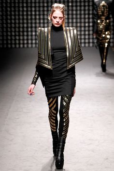 Gareth Pugh Fall 2011 Ready-to-Wear Fashion Show - Renee Germaine van Seggern (NATHALIE)