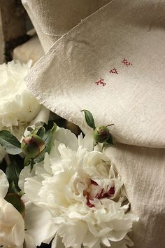Gorgeous hand woven , hand loomed antique French linen sheet ~ lovely natural tone ~ www.textiletrunk.com