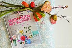book love | wohnen mit blumen, da freuen sich meine vintage vasen gleich mit!