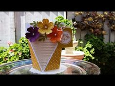 Self Closing Box - YouTube - on her blog at http://mariafennelly.blogspot.com/2015/05/self-closing-box.html