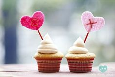 Felt cupcake toppers by Katniss Liss