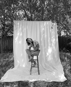 woman sat on a stood in a field against a white sheet background Film Photography, Creative Photography, White Photography, Editorial Photography, Fashion Photography, White Background Photography, Artistic Photography, Foto Magazine, Foto Fantasy