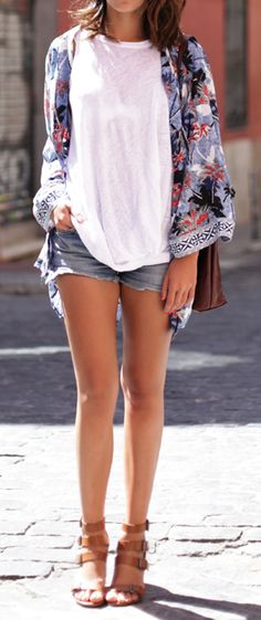 a chill style for the summer - loving the kimono over the shoulders!